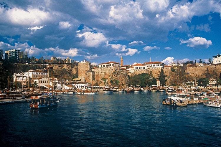 Antalyas Altstadt (Kaleiçi) und Hafen